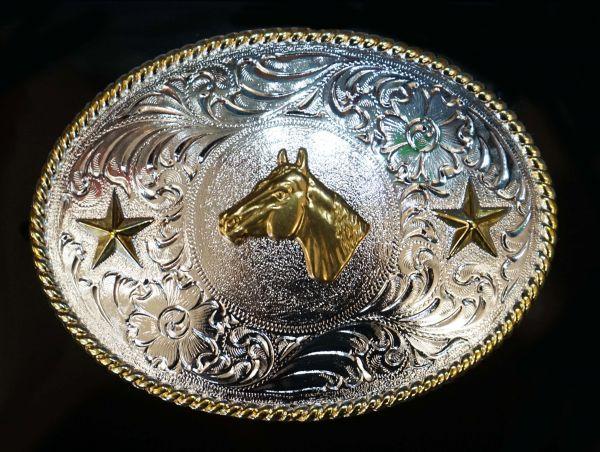 Buckle mit Pferdekopf und Sternen