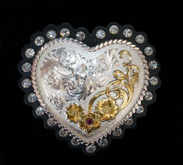 Herzbuckle auf Leder